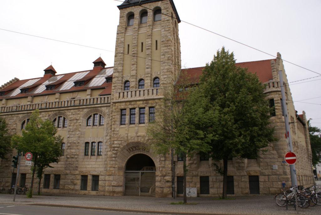 Bild vom Haupteingang des Jenaer Volksbades